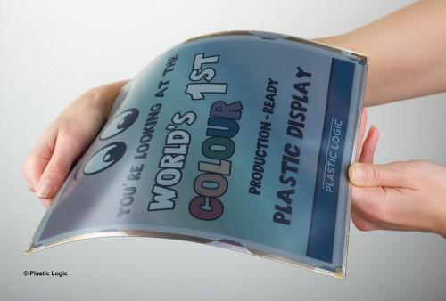 영국 연구진이 개발한 '전자종이'는 영화에 등장하는 소품처럼 얇은 디스플레이 위에 문서나 동영상을 재생할 수 있다. - 플라스틱 로직 제공